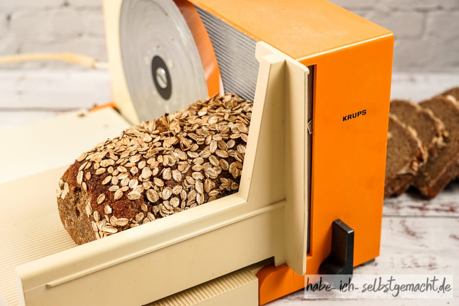 Alte Brotschneidemaschine