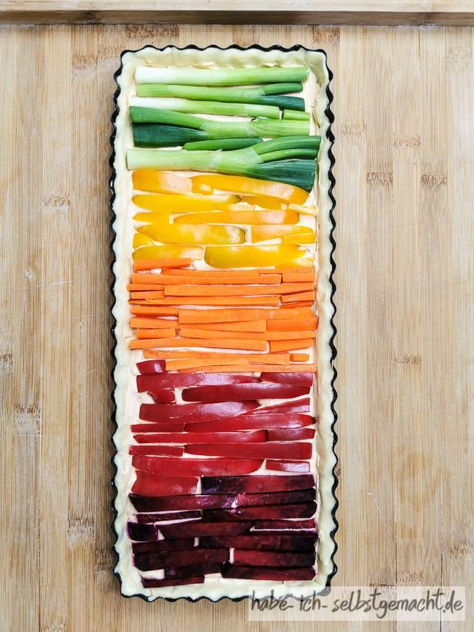 Regenbogenquiche (Gemüsequiche) belegen