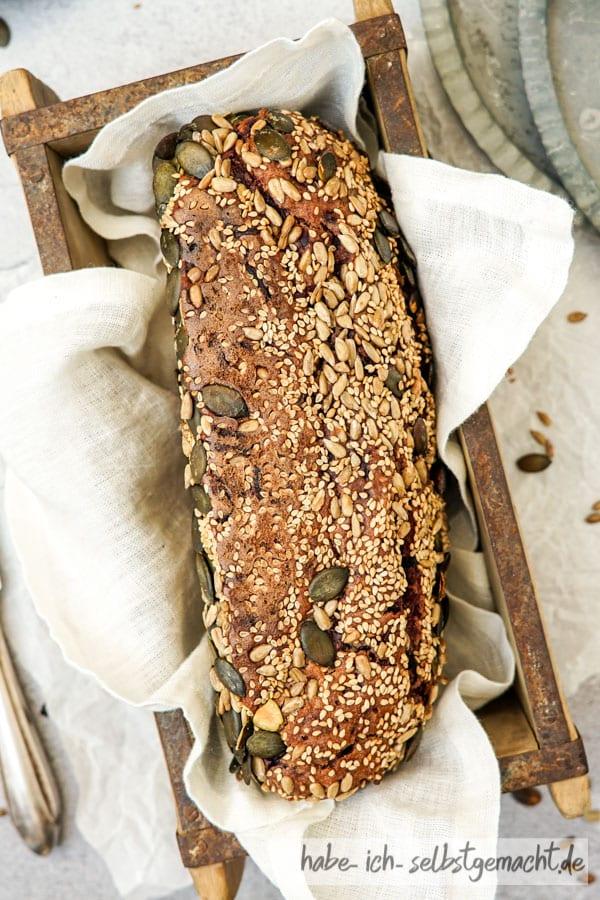Roggen Vitalbrot mit Karotte und Kernen