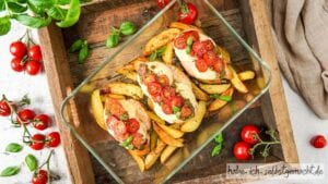 Überbackene Putenbrust Filets Caprese mit Tomate Mozarella Titelbild