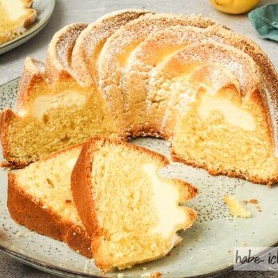 Saftiger Zitronenkuchen mit Füllung aus Käsekuchen