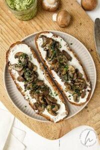 Brotbelag 2 - Gebratene Bärlauch Pilze auf Frischkäse