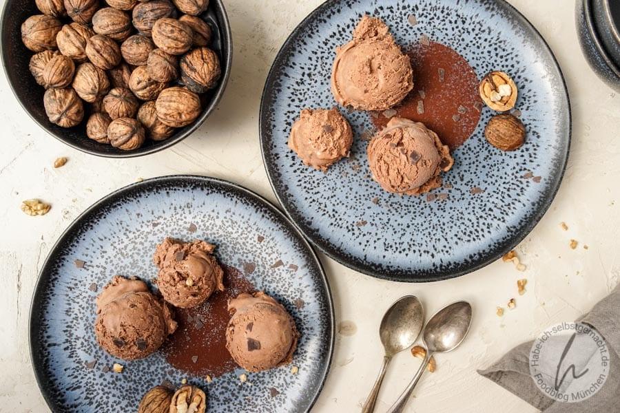 Cremiges Schokoladeneis selber machen