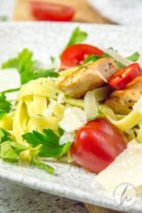 Tagliolini mit Bärlauch und Hähnchenbrust
