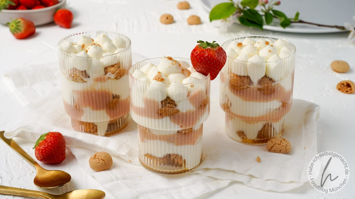 Rhabarber Dessert im Glas