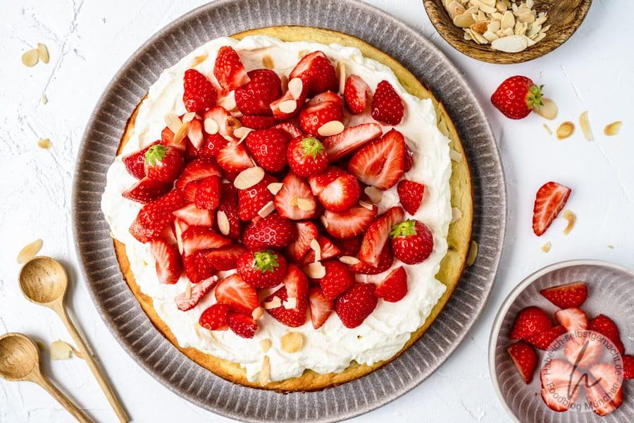 Low Carb Kuchen mit Erdbeeren