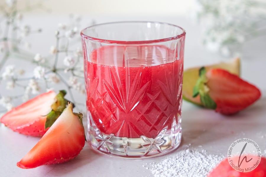 Erdbeerlimes mit Limetten und Himbeeren