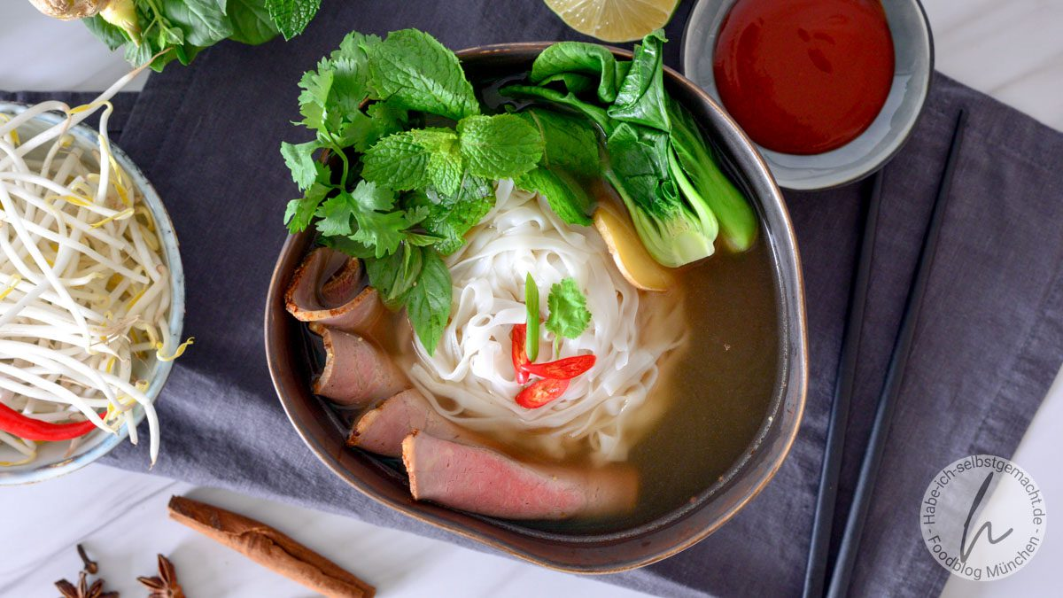 Vietnamesische Pho (Reisnudelsuppe)