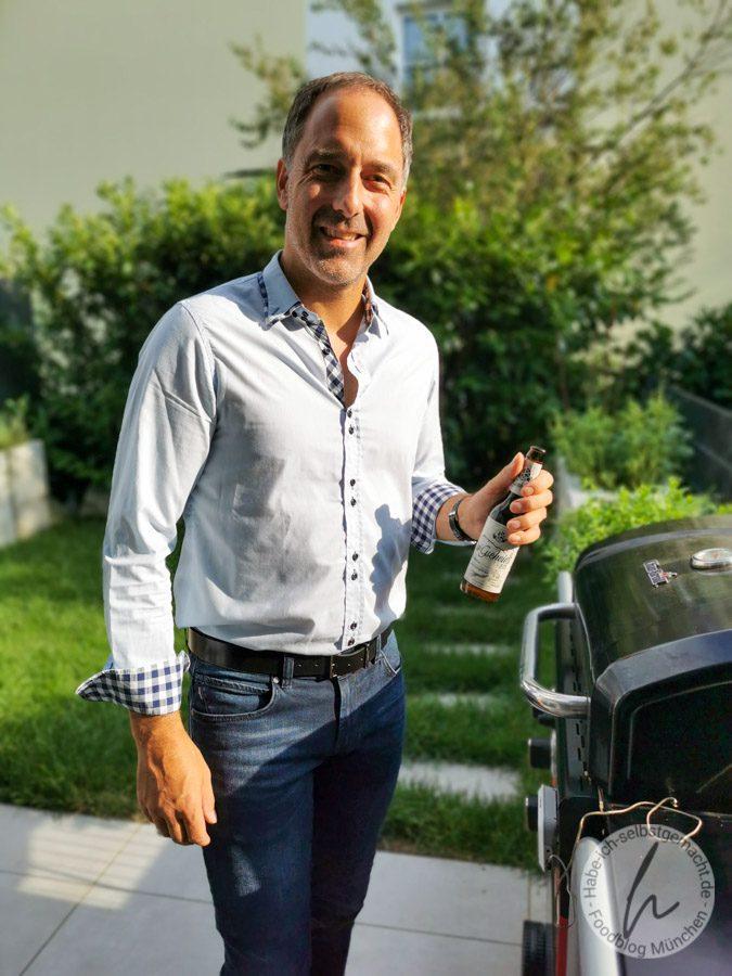 Alex mit Bier von der Aktienbrauerei Kaufbeuren