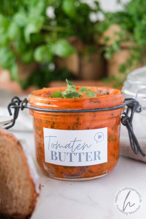 Tomatenbutter mit Kräutern
