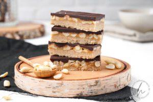 Gesunde Erdnuss-Karamell Riegel (Snickers)